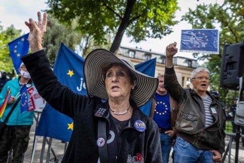 EU-Befürworter stellen sich in Polen gegen das umstrittene Vorgehen der Regierung und demonstrieren für die Stärkung der Justiz.AFP
