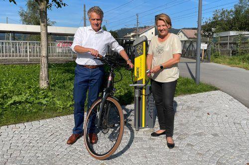 Fünf neue Servicestationen für Radler, wie hier beim Haselstauder Sportplatz, wurden kürzlich aufgestellt.Stadt
