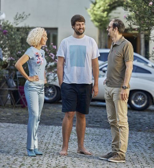 GF Christina Berlinger, Steven Schelling (Digitale Medien), GF Peter Mirlach. hellblau
