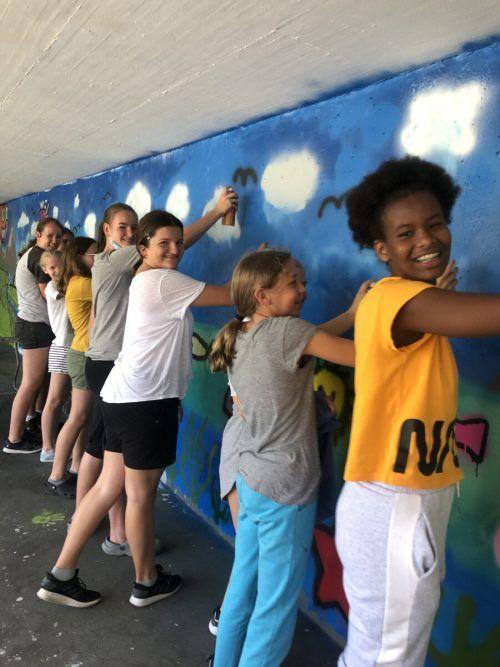Gute Laune bei den jungen Graffiti-Künstlern.