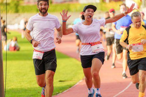 Gute Stimmung bei den i+R-Läufern Klaus Drexel und Eva Blum.