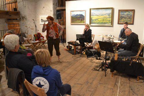 Hertha Glück und das Klanglabor zogen die Besucher in ihren Bann.Alle Bilder: EM