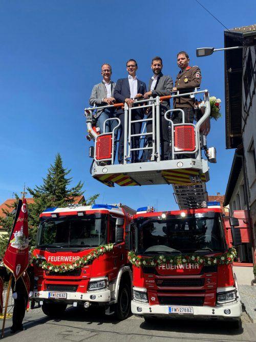 Hoch hinaus ging es für Landesrat Christian Gantner, Landeshauptmann Markus Wallner, Bürgermeister Simon Tschann und Kommandant Jürgen Pösel.