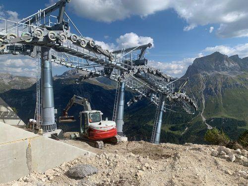 Hochgebirgsbaustelle: Bagger auf mehr als 2000 Metern Seehöhe.