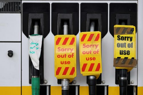Im Vereinigten Königreich sitzen derzeit viele Tankstellen auf dem Trockenen. AFP