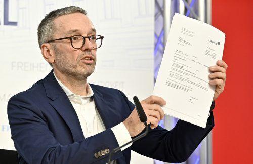 Im Zuge einer persönlichen Erklärung präsentierte FPÖ-Chef Herbert Kickl gestern seinen negativen Antikörpertest, der seinen Impfstatus belegen soll.APA