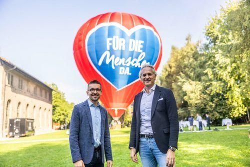 IV-Präsident Martin Ohneberg, Geschäftsführer Christian Zoll und der Heißluftballon, in dem diskutiert wird. sams