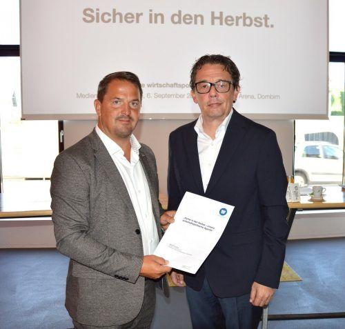 Jürgen Kessler und Hans-Peter Metzler bei der Pressekonferenz in Dornbirn.
