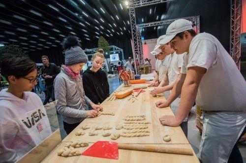 Jugendliche haben bei der Lehrlingsmesse in der Schattenburg einen Tag lang die Möglichkeit, verschiedenste Branchen und zahlreiche Unternehmen kennenzulernen.VN/Steurer