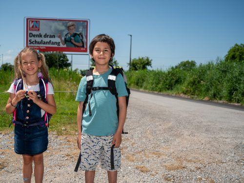 """Juhu, bald geht es wieder in die Schule, im Idealfall mit einer gut sitzenden Schultasche.""""Wichtig ist, dass man das Kind ins Geschäft mitnimmt"""", sagt Birgit Hagen. VN/Lerch"""