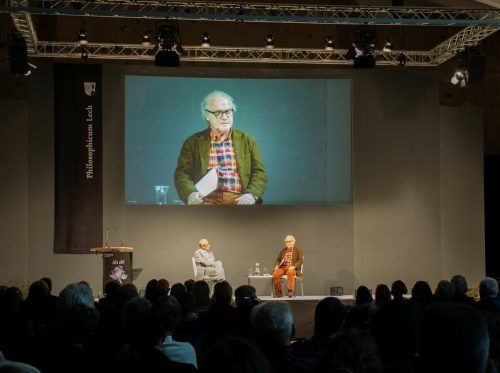 """Konrad Paul Liessmann und Michael Köhlmeier thematisierten am Mittwochabend in Lech die Kraft der Fiktion am Beispiel von Shakespeares """"Hamlet"""". nigsch"""