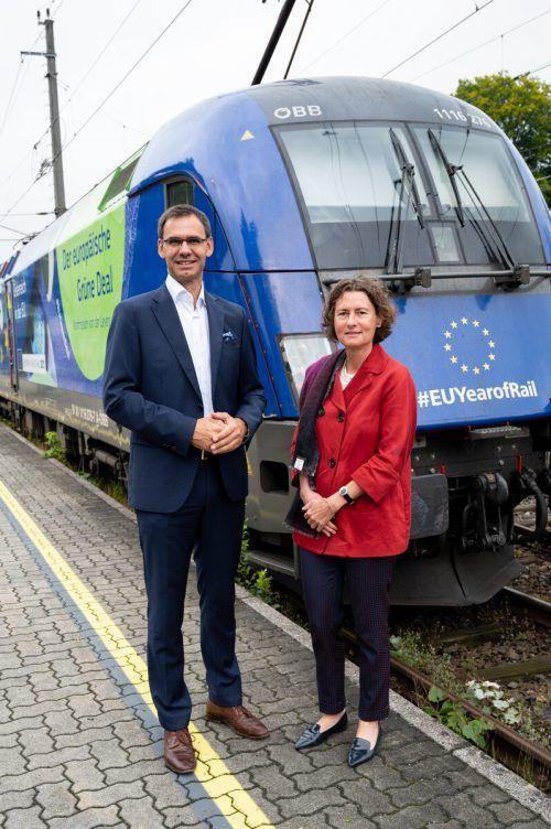 Landeshauptmann Markus Wallner und Martina Büchel-Germann verabschiedeten die EU-Lok am Donnerstagvormittag in Bregenz. VLK