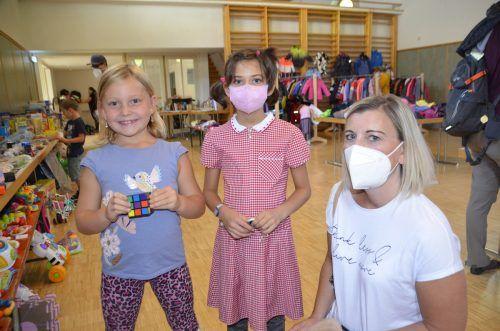 Lucy, Anna-Sophie und Mandy sind beim Stöbern fündig geworden. DOB