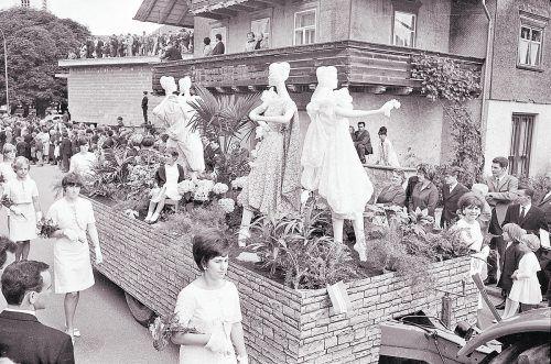 Lustenau, Stickerei- und Blumenkorso, 1966