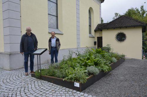 Marienkräuter aus dem Gartenbeet neben der Marienkapelle können für die Küche zu Hause mitgenommen werden.EH