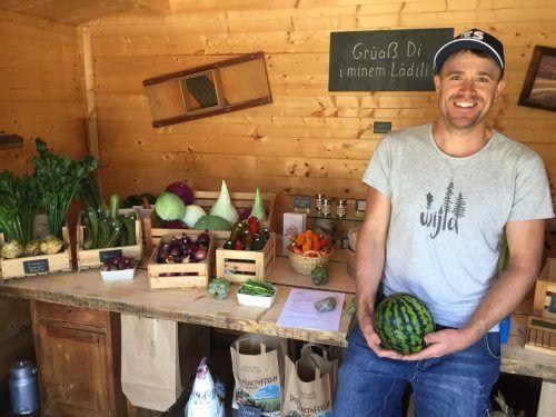 Markus Netzer bietet seine Produkte in einem kleinen Laden feil. VN/Kuster