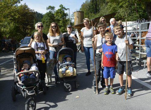 Mit der ganzen Familie kamen die Besucher am Samstag an die Enz zum Alpabtrieb.