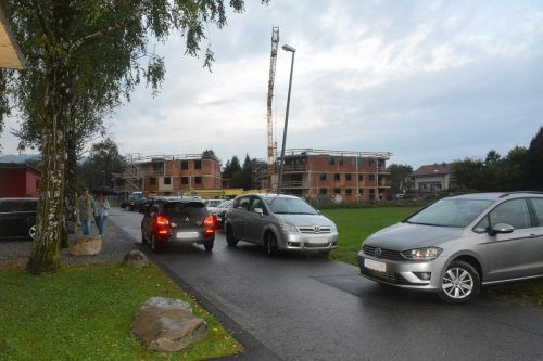 Morgendliches Verkehrschaos vor dem Kindergarten Am Schlatt.bvs