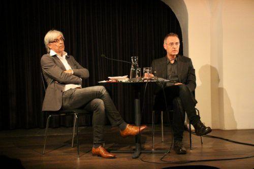 Peter Bilger und Roberto Simanowski diskutierten nach dem Vortrag gemeinsam mit dem Publikum.Heilmann