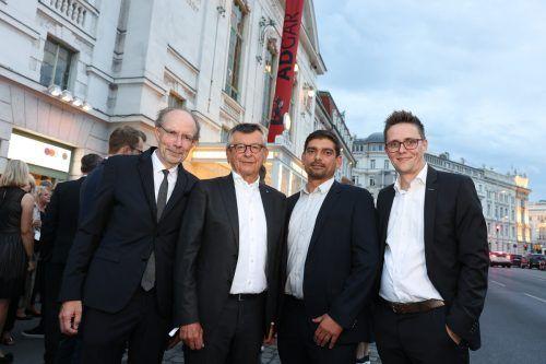 Printwerber des Jahres: Dr. Gerhard Fritsch mit Verleger Eugen A. Russ (l.), Key-Account-Leiter Patrick Fleisch (2.v.r.) und Russmedia-Geschäftsführer Georg Burtscher (r.).Katharina Schiffl