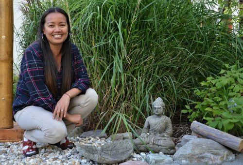 Ruhe und Harmonie findet die Buddhistin in ihrer Buddha-Ecke.