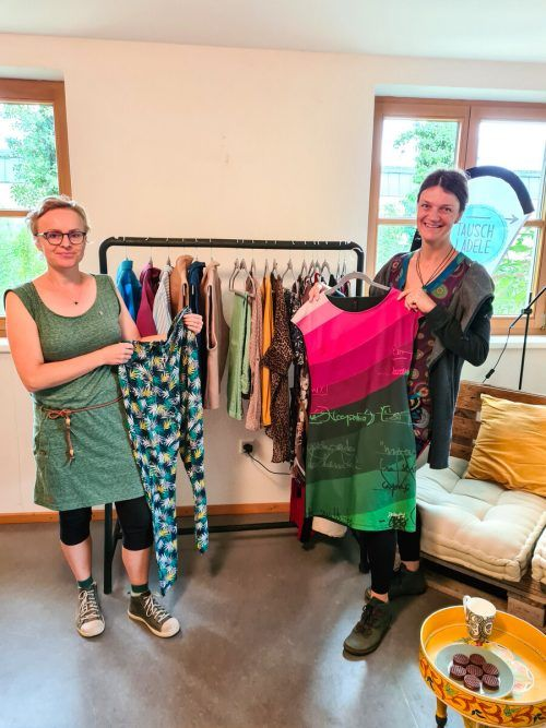 Sabine Klapf und Carina Kraus öffnen am Samstag von 9 bis 12 Uhr erstmals ihr Tauschlädele in Thüringen in der Werkstraße 32. VN/JUN