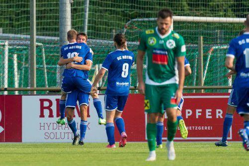 SC Röthis jubelt, FC Lauterach ist niedergeschlagen. Beim Trainer-Comeback von Peter Jakubec musste die Hofsteigtruppe eine 1:2-Niederlage einstecken.stiplovsek