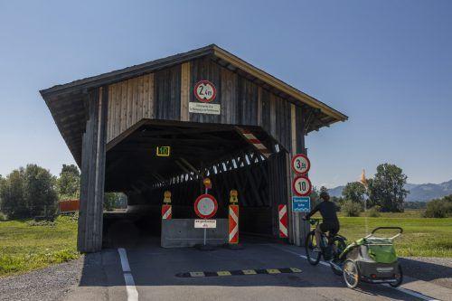 Seit Donnerstag darf die Senderbrücke nur noch von Radlern und Fußgängern benutzt werden. VN/Paulitsch