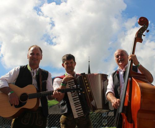 Seit rund 35 Jahren musizieren die Bergspatzen, vor einigen Jahren ist aus dem Quartett ein Trio geworden. STP/3