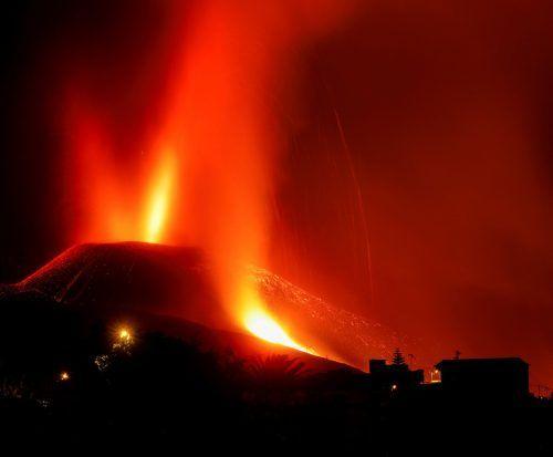 Seit Tagen spuckt der Vulkan auf La Palma Asche, Rauch, Gesteinsbrocken und Lava aus, ein Ende ist nicht in Sicht. Rts