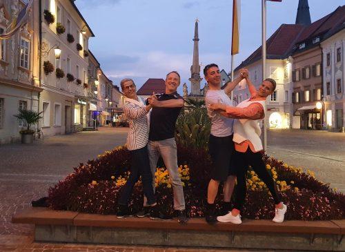 Selbst beim Abendspaziergang war den beiden Paaren die Freude über diesen Tag noch anzusehen. V.l.: Barbara und Eugen Kathan, Christian Mathis und Oksana Fischer. Verein