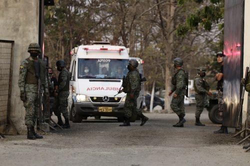 Spezialeinsatzkräfte der Polizei brachten die Haftanstalt wieder unter ihre Kontrolle.