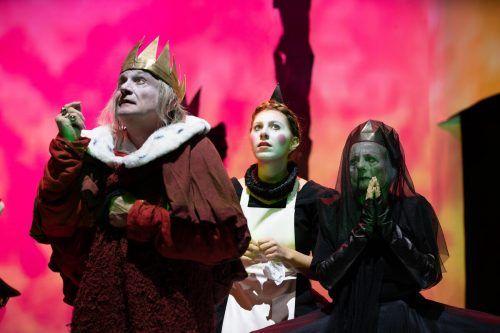 """Szene aus """"Der König stirbt"""" von Eugène Ionesco in den Kammerspielen der Josefstadt. APA/Theater/Schell"""