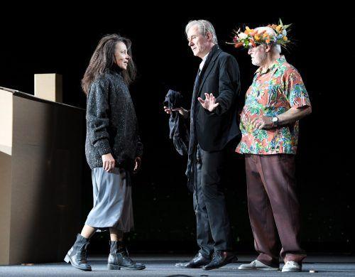 """Szene aus """"Medea"""" im Theater an der Josefstadt mit Sandra Cervik als Medea, Wolfgang Hübsch als Kreon und Joseph Lorenz als Jason. APA"""