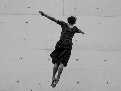 "Tanzperformance ""Gjurmët""von Blenard Azizaj im Kunsthaus Bregenz. ILIR TSOUKO"