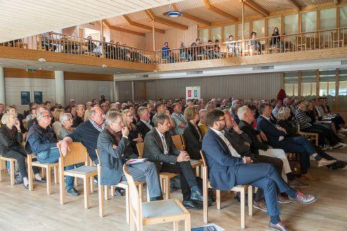 Über die Zukunft des Älterwerdens im ländlichen Raum wird in Hittisau diskutiert. - © ME