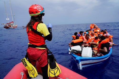 Viele Flüchtlinge und Migranten suchen den Weg nach Europa über das Mittelmeer, manche davon erhalten allerdings kein Bleiberecht.Reuters