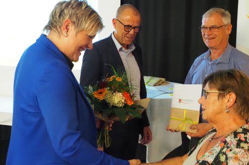 Vizebürgermeisterin Michaela Gort und Bürgermeister Walter Gohm gratulierten den Hochzeitsjubilaren sowie den runden Geburtstagskindern ab 80 Jahren. Marktgemeinde