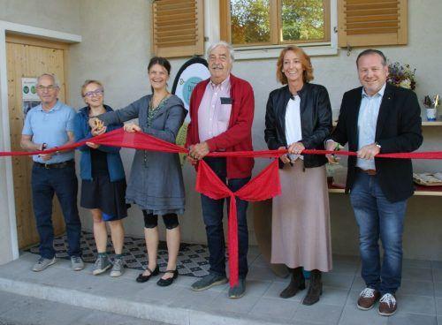 V.l.: Norbert Burtscher (Repair Café), Sabine Klapf und Carina Kraus (Tauschlädele), Othmar Stuchly (Agrargenossenschaft), Karen Shilling (LEADER-Region) und Bgm. Harald Witwer.Klapf