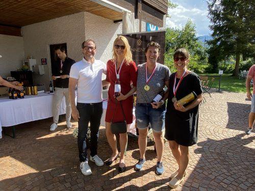 VTV-Präsident Wolfgang Hämmerle mit Carmen Dechant, Serienmeisterin Maren Ruf und Barbara Ölz (v. l.).TC Dornbirn