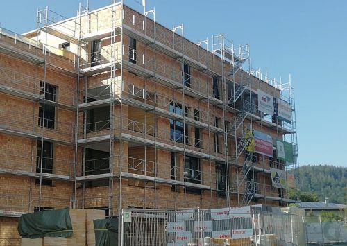 Weilers Dorfmitte bekommt aktuell ihre Fassade. Im Inneren wird am Estrich gearbeitet.Mäser