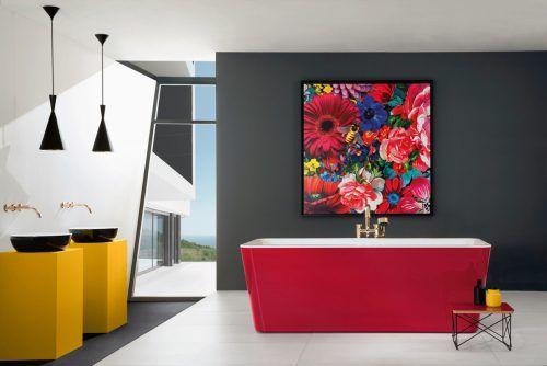Weiße Innenfläche, farbige Schürze: Die frei stehende Badewanne Squaro Edge 12 ist ein echter Hingucker im Badezimmer. epr/Villeroy & Boch