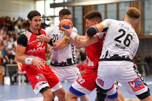 Wenn Jadranko Stojanovic einmal den Ball hat, ist der Kreisläufer des Alpla HC Hard kaum mehr mit regulären Mitteln zu stoppen.GEPA