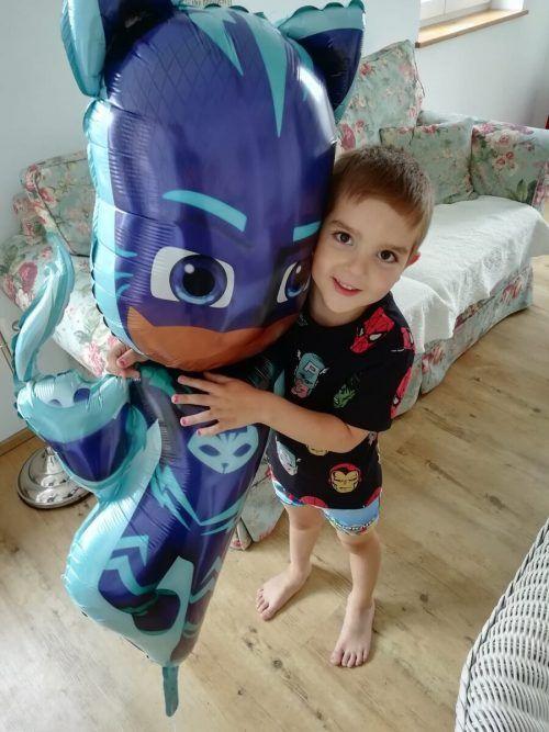 Wer kann Aaron helfen? Der Vierjährige ist an akuter myeloischer Leukämie erkrankt.