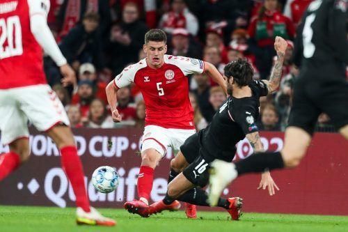 Abwehrversuch von Christopher Trimmel gegen den Dänen Joakim Maehle, der für den einzigen Treffer in der Partie verantwortlich zeichnete.gepa