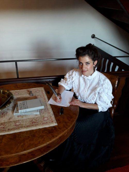 Auch Schriftstellerin Paula Ludwig gibt sich ein Stelldichein. Montiperle
