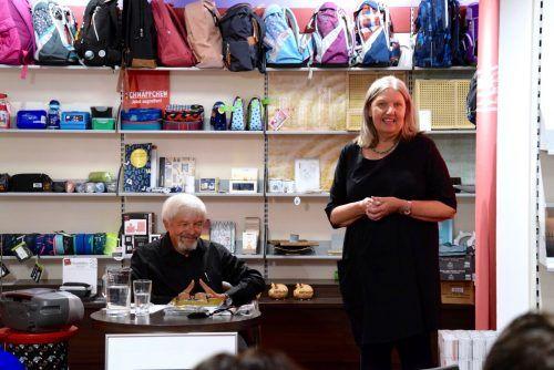 Autor Willi Schmutzhard und Filialleiterin Renate Sommer bei der Buchpräsentation in der Tyrolia-Buchhandlung.SCO