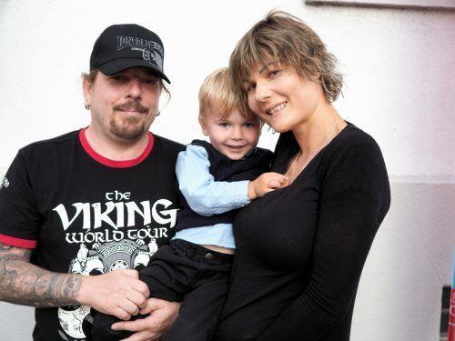 Bernd und Isabell Pircher mit Sprössling Jamie.