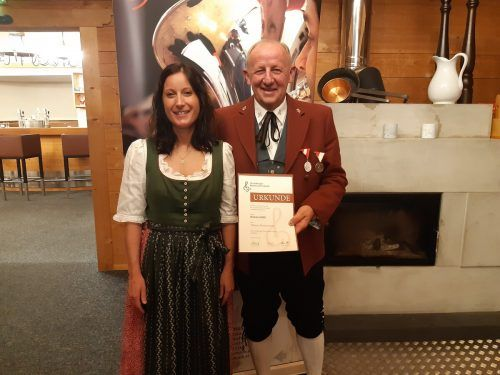 Bertram Luger wurde von Tanja Gfrerer zum Ehrungsabend begleitet.SW