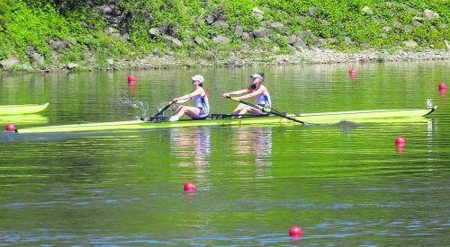 Chiara und Saskia Dueler holten ÖM-Silber im Zweier ohne und Bronze im Doppelzweier bei den A-Juniorinnen. Verein